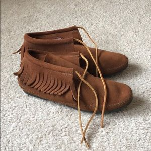 Minnetonka Moccasins with Soles- Size 9.5
